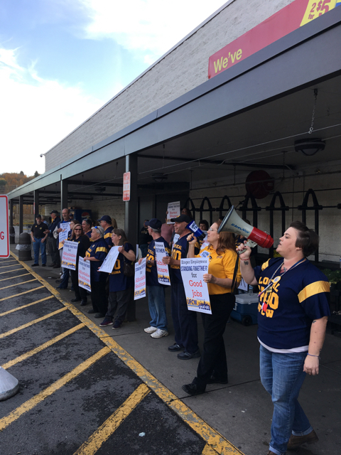 Hundreds of Kroger Workers Hold Rallies for Fourth Week In A Row