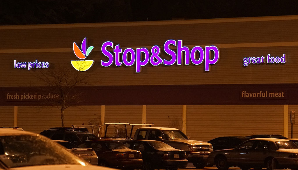 Local 400 Stands in Solidarity with Striking Stop & Shop Workers